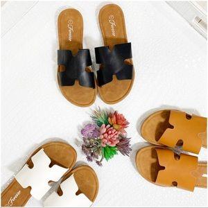 Shoes - ✨RESTOCKED✨Black Trendy Slide Sandal